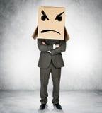 Deprimierter Mann mit dem Kasten obenliegend Stockfoto