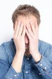 Deprimierter Mann mit Kopfschmerzen Lizenzfreies Stockfoto