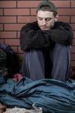 Deprimierter Mann ohne Haus Stockbilder