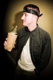 Deprimierter Mann-trinkendes alkoholisches Getränk Lizenzfreies Stockbild