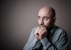 Deprimierter trauriger kahler Mann Stockfoto
