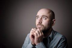 Deprimierter trauriger kahler Mann Stockbild