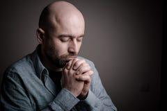 Deprimierter trauriger kahler Mann Stockbilder