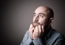 Deprimierter trauriger kahler Mann Lizenzfreie Stockfotografie