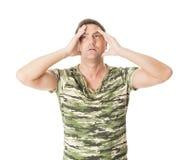 Deprimierter und besorgter Mann auf weißem Hintergrund Lizenzfreie Stockbilder