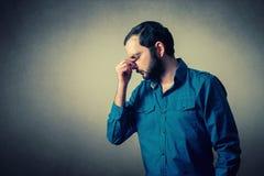 Deprimierter und durchdachter Mann Lizenzfreie Stockbilder