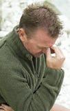 Deprimierter und niedergeschlagener Mann. Lizenzfreie Stockfotos