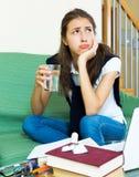 Deprimierter weiblicher Student Lizenzfreie Stockfotos