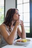 Deprimiertes Frauen-Sitzen Stockfotografie