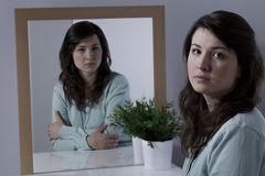 Deprimiertes junges Mädchen Lizenzfreie Stockbilder
