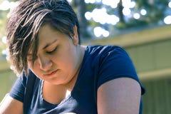 Deprimiertes Mädchen draußen Lizenzfreies Stockfoto