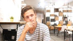 Deprimiertes Manndenken Lizenzfreies Stockbild