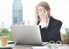Deprimiertes Umkippen betontes Migräne-Spannungs-Konzept Lizenzfreies Stockbild