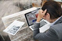 Deprimiertes Umkippen betontes Migräne-Spannungs-Konzept Stockfotografie