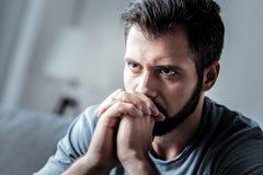Deprimiertes unglückliches Manndenken Lizenzfreie Stockbilder