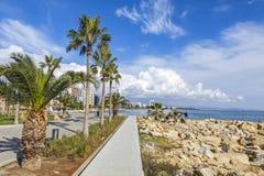 Deptak aleja przy Molos parkiem w centrum Limassol, Cypr Fotografia Stock