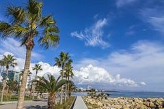 Deptak aleja przy Molos parkiem w centrum Limassol, Cypr Zdjęcia Royalty Free