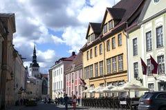 Deptak na starych ulicach w Starym Tallinn Obraz Royalty Free
