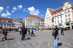Deptak na urzędu miasta kwadracie w Starym Tallinn Obrazy Royalty Free
