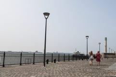 Deptak przy Liverpool nabrzeżem, UK zdjęcia royalty free