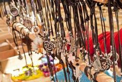 Depuis le marché d'imitation de bijoux. photos libres de droits
