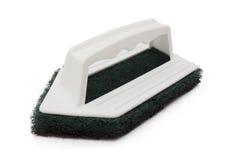 Depurador limpio aislado en el fondo blanco, estropajo verde de la fibra con la manija plástica Imagen de archivo