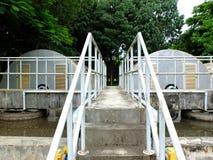 Depuradora de aguas residuales con las escaleras Fotos de archivo libres de regalías
