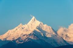 DEQIN, CHINA - 16. MÄRZ 2015: Morgen-Ansicht des Meili-Schnee-Berges Lizenzfreie Stockbilder