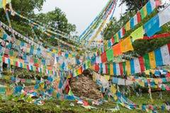 DEQIN, CHINE - 5 août 2014 : Drapeaux de prière au glacier de Minyong un fa Image stock