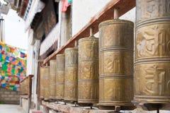 DEQIN, CHINE - 3 août 2014 : Roue de Mani au temple de Feilai un célèbre Photo stock