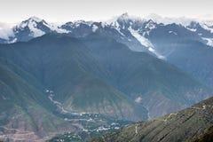DEQIN, CHINE - 3 août 2014 : Vue de soirée de la montagne N de neige de Meili Photo libre de droits