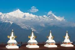 DEQIN, CHINE - 16 MARS 2015 : Pagoda à la nature de montagne de neige de Meili Photos stock