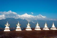 DEQIN, CHINE - 16 MARS 2015 : Pagoda à la nature de montagne de neige de Meili Image stock