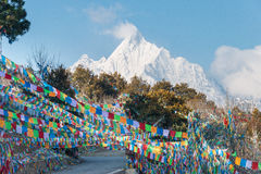 DEQIN, CHINE - 16 MARS 2015 : Vue de matin de montagne de neige de Meili Photos stock