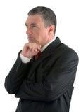 Der ältere Geschäftsmann wird, denkend an etwas auf Whit lokalisiert Stockfotos