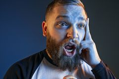 Der Ärger und der schreiende Mann Lizenzfreie Stockfotos