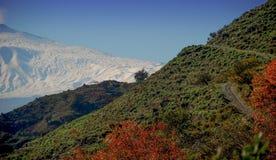 Der Ätna-Vulkan gesehen von den Peloritan-Bergen lizenzfreie stockbilder