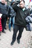 Der Ökologe Suren Gazaryan gerade gelassen von unterhalb der Festnahme Lizenzfreie Stockfotografie