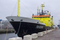 Der Überbau und die Brücke des niederländischen fisheries+-Forschungsschiffs Tridens legten bei Kennedy Wharf in der Stadt des Ko Lizenzfreie Stockbilder