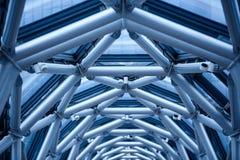 Der Übergang zwischen den zwei Gebäuden des Metalls leitet Stockbilder