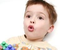 Der überraschte Junge Stockfoto