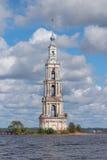 Der überschwemmte Glockenturm auf der Insel Stockfoto