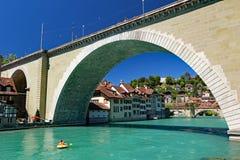 Der Aaer-Fluss, der durch Bern, die Schweiz läuft Lizenzfreie Stockbilder