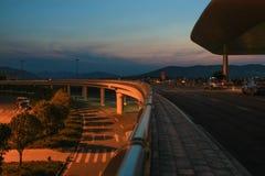 Der Abend des Flughafens Stockbilder