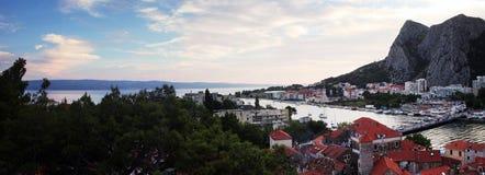 Der Abend in Omis, Kroatien Lizenzfreies Stockfoto