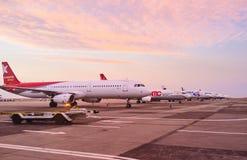 Der Abendflughafen Lizenzfreie Stockfotos