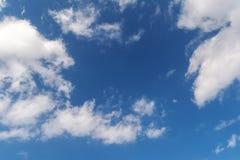 Der Abendhimmel mit Wolken Lizenzfreie Stockfotos