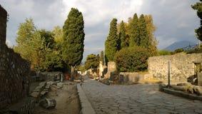 Der Abendsonnenuntergang im ruinierten Pompeji Lizenzfreie Stockfotos