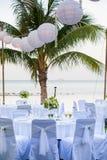 Der Abendtisch auf dem Strand Lizenzfreies Stockbild