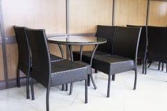 Der Abendtisch mit vier Stühlen Lizenzfreie Stockfotos